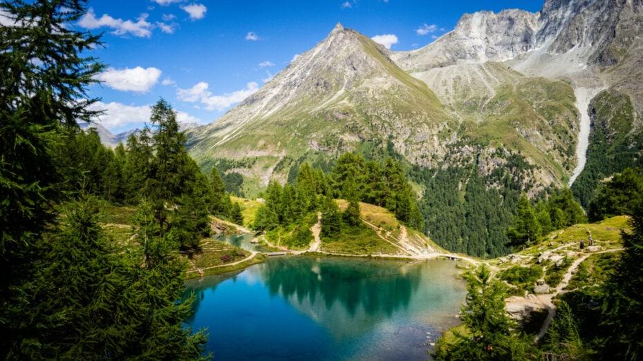 Lac bleu sur le trek Chamonix Zermatt