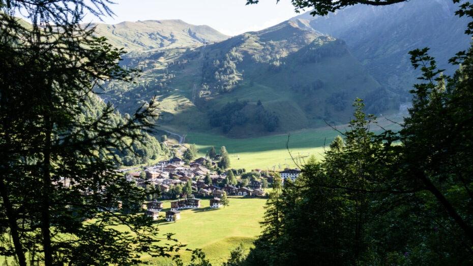 Le Tour village sur la haute route des Alpes