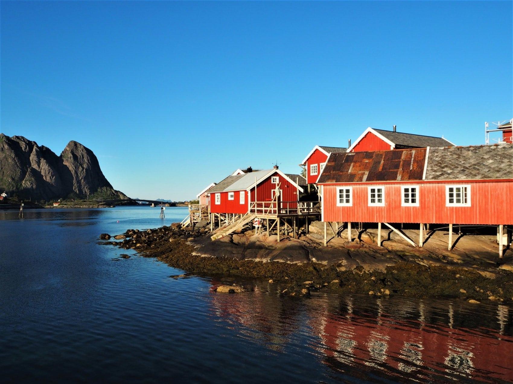 Å i Lofoten et ses rorbuer peints en rouge
