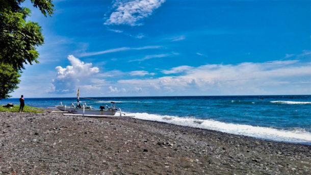 plage volcanique Bali