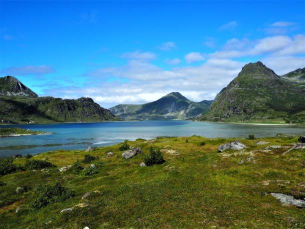 Montagnes et lacs des Lofoten