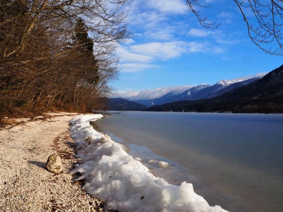 Glace plage lac Bohinj hiver
