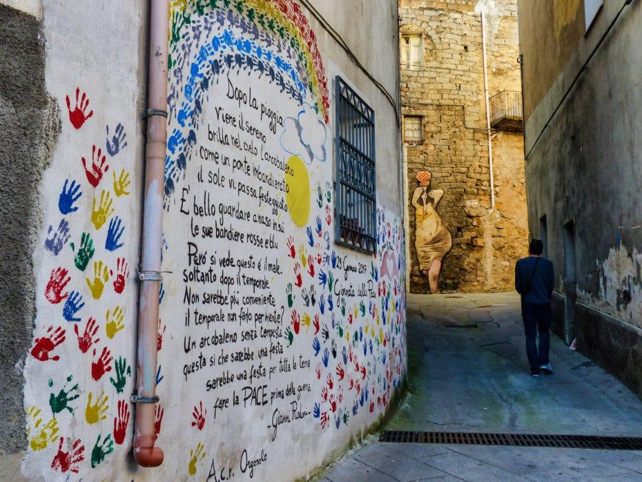 rue colorée Orgosolo Sardaigne