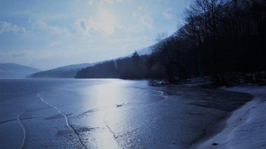 Lac de Bohinj gelé hiver