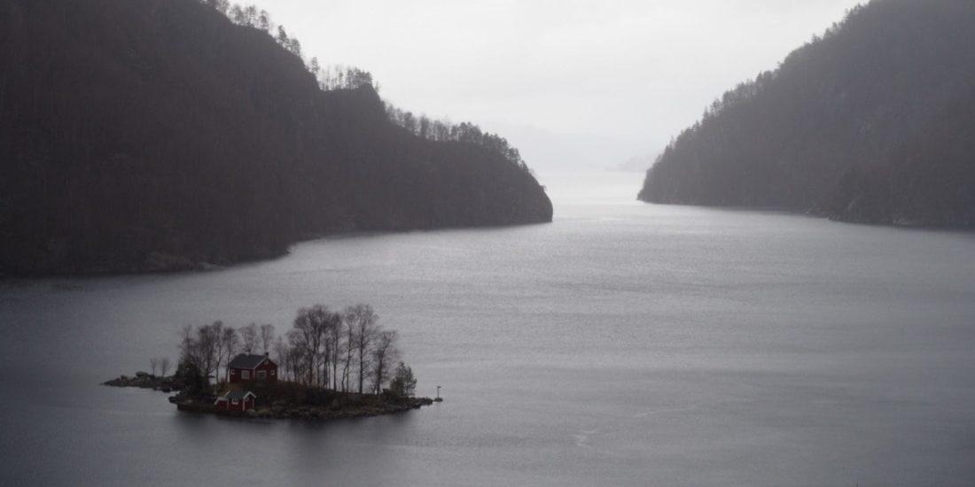 ile habitée dans le Lysefjord