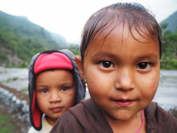 deux enfants du népal croisé sur le trek des annapurna