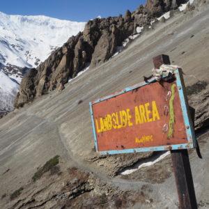 chemin glissant, vers le Tilicho lake, trek des annapurnas