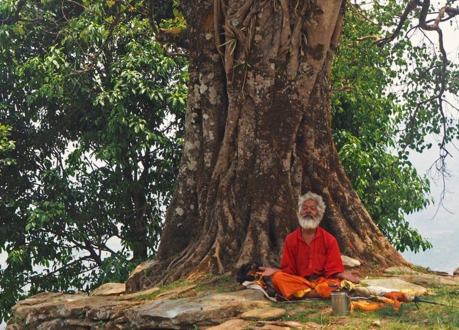 méditation sâdhu, collines de Pokhara