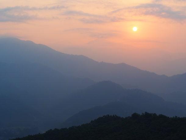 himalaya, massif annapurna au lever du soleil