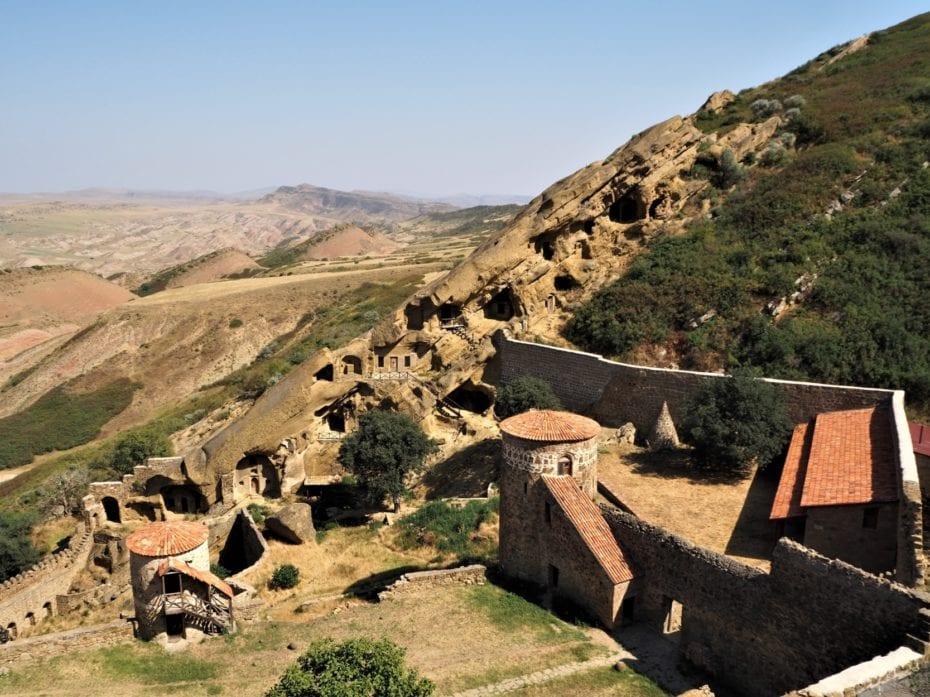 monastère David Garedja et paysage semi désertique
