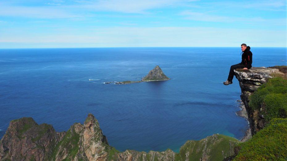 Point de vue surplombant un fjord des lofoten